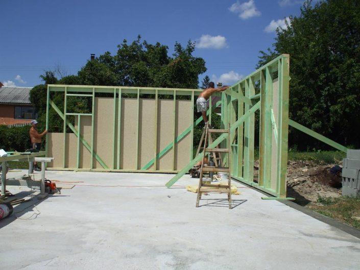 A ház falainak összeállítása